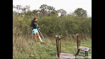 Молодая брюнетка с пышными буферами лижет хуй и ебется перед камерой