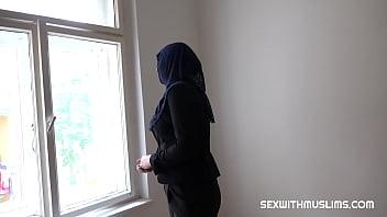 Правонарушитель вжарил молодую девчушку сочным пенисом в пизду