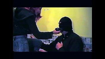 В офисе пышногрудые шлюхи брюнетки развлекаются лесбийским куни