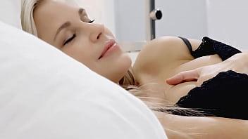 Девушка на порно пробах у вудмана испытала хуй в очко