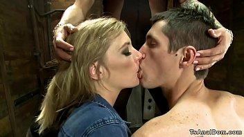 Русская пара устраивает сладкий домашний жахач и снимает на ролики