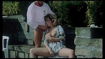Оба партнера наполнили рот шлюхи брюнетки спермой после двойного проникновения