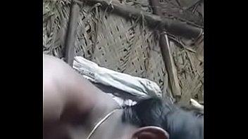 Сочная блондиночка принялась надрачивать хуй мужчины ладонями
