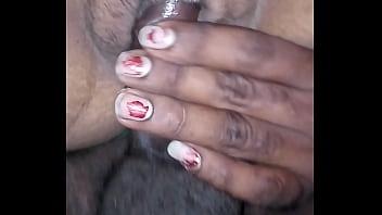 Секс в вагину со стройной цыпочкой с огромным хвостом в кровати