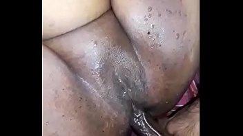 Мулатка кончает струйным сквирт оргазмом вскоре после энергичного порева