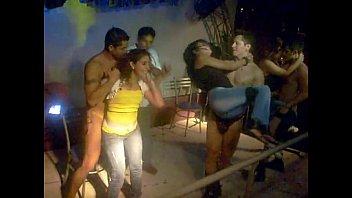 Приятель выполняет куни женщине с маленькой грудью по окончании мастурбации