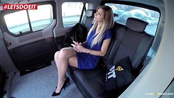 Врачу так понравилась пациентка, что он принял решение приласкать ее пилотку помеж ног